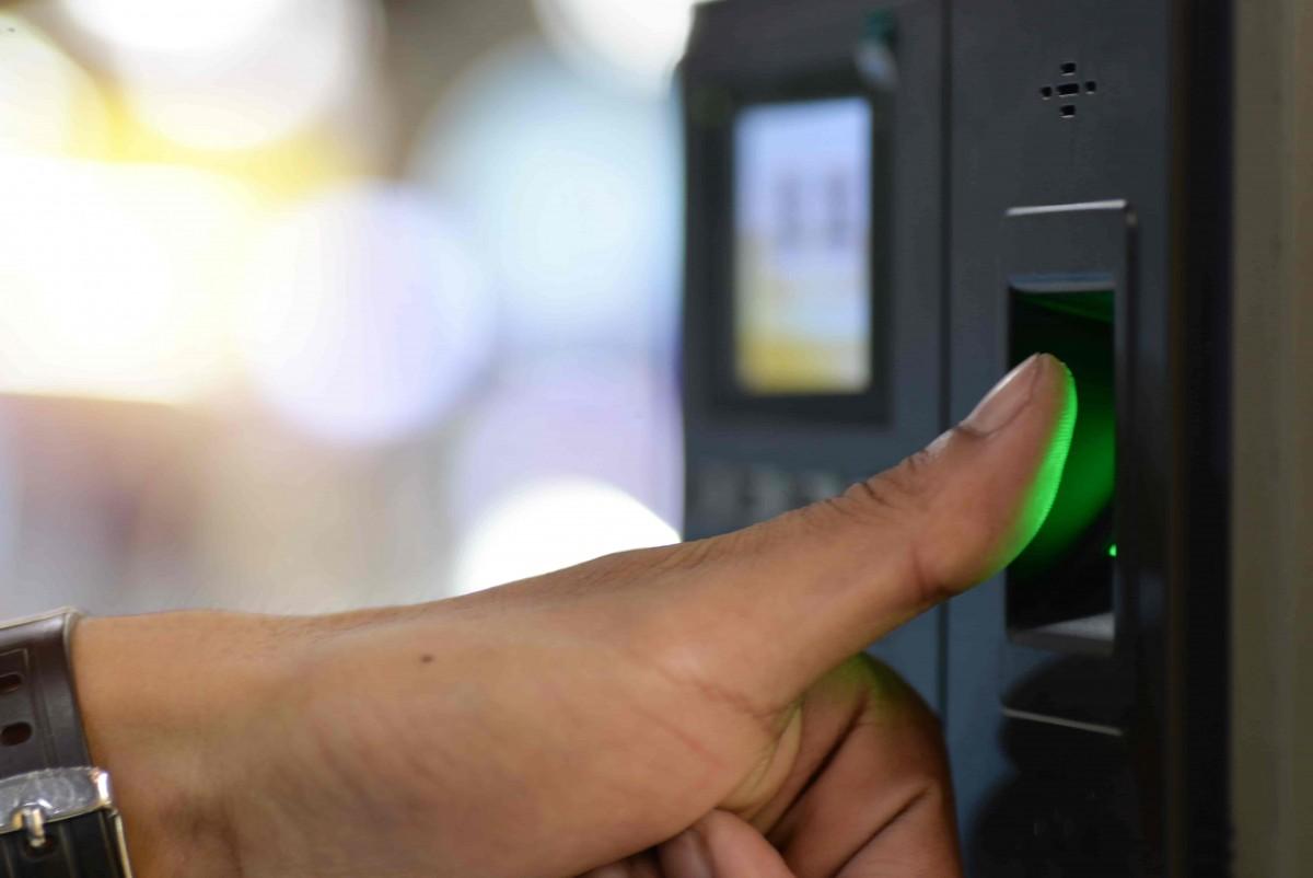controle acces biometrique porte